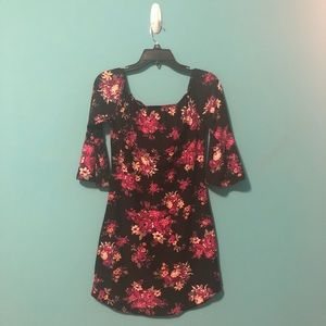 Dresses & Skirts - Flowery dress